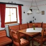 Essecke in der Wohnküche von Ferienwohnung Edelweiß